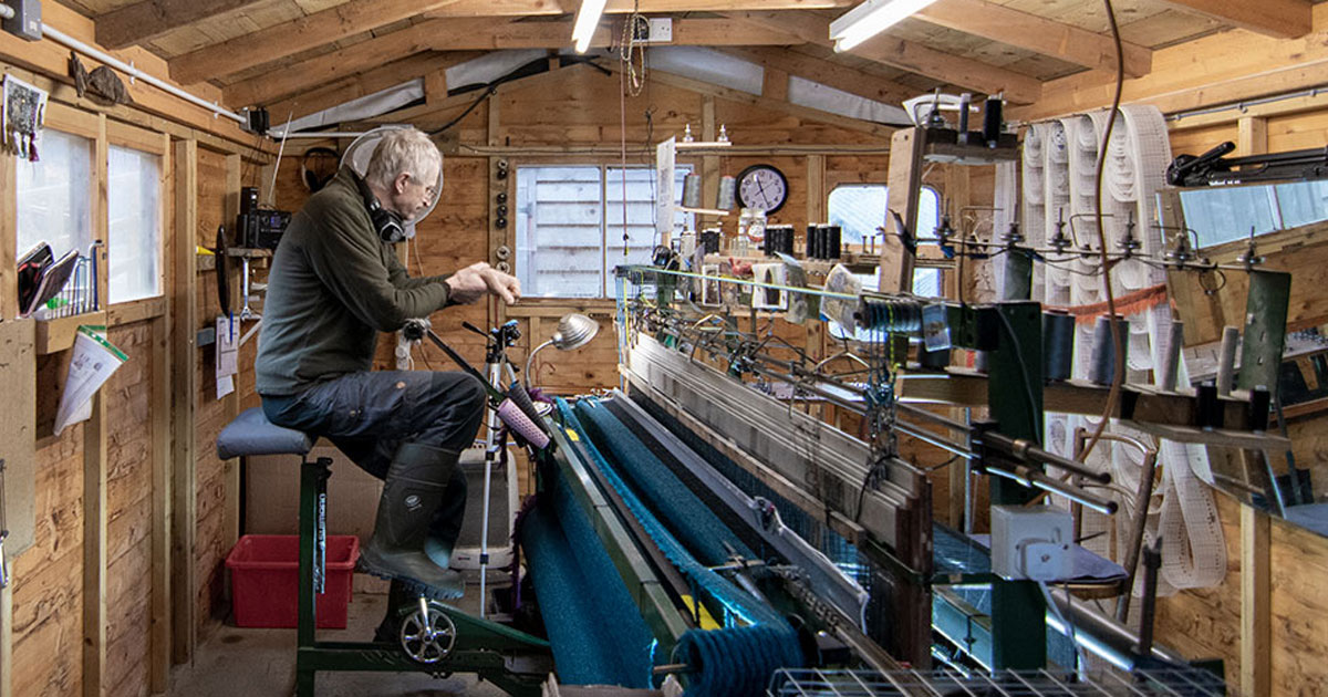 Pedalling on a loom