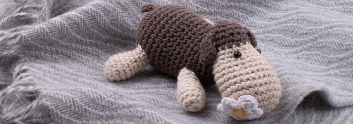 skye-weavers-baby-blanket-ebb-tide-grey-and-white-lambswool-with-sheep