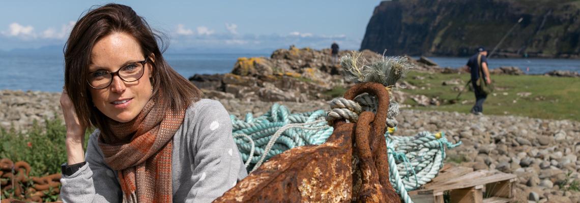 skye-weavers-bauhaus-scarf-rust-on-the-beach