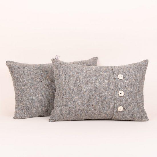 button cushion, oatmeal buttons