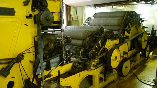 skye-weavers-carding-2