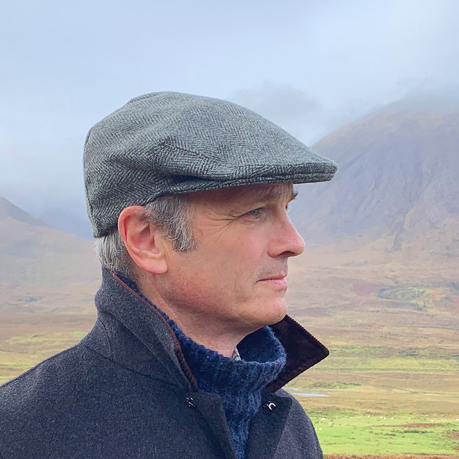 https://www.skyeweavers.co.uk/wp-content/uploads/skye-weavers-flat-cap-pine-herringbone-tweed.jpg