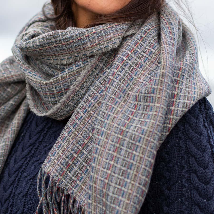 multicolour shawl stone