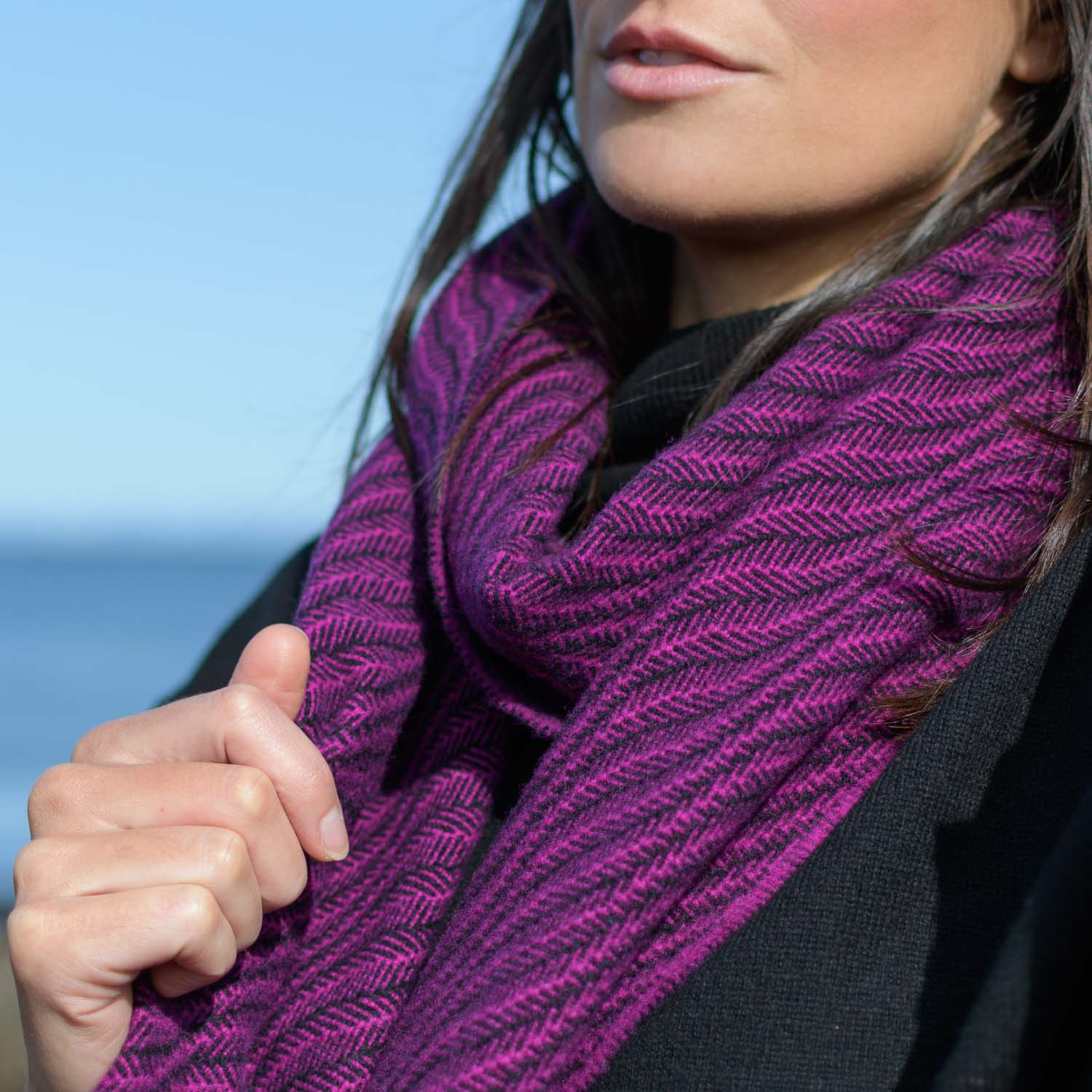 https://www.skyeweavers.co.uk/wp-content/uploads/skye-weavers-soft-wave-scarf-aurora-close.jpg